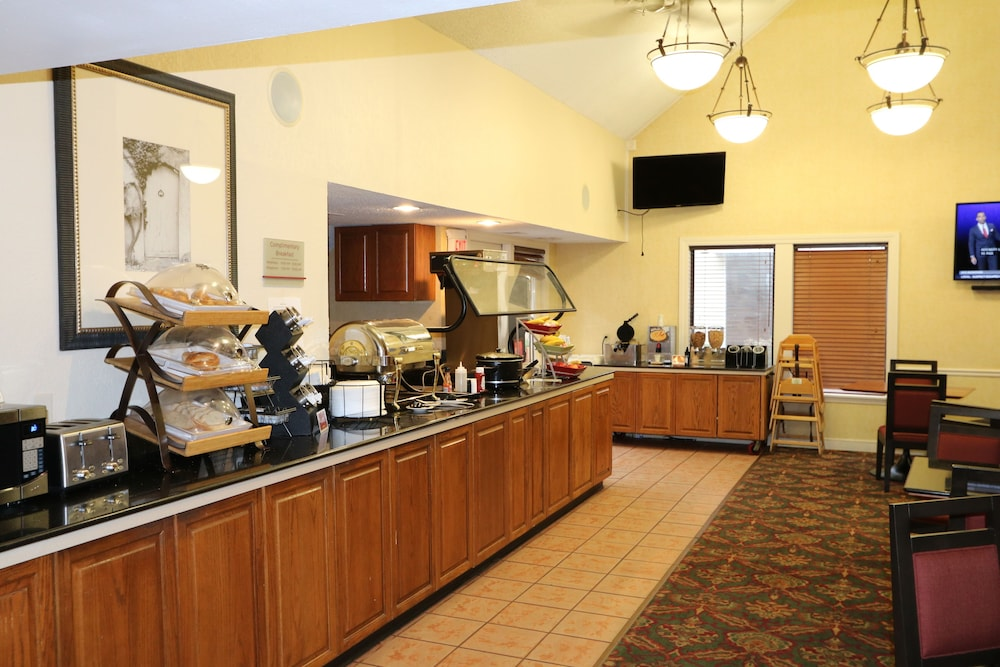 Breakfast Area, StayPlace Suites - Akron Copley Township - West