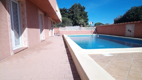 Fully Equipped Studio With Swimming Pool, Beach 5 min Walk