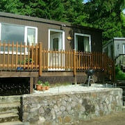 Treetops -2 Bedroom Chalet Sleeps up to 5 Persons