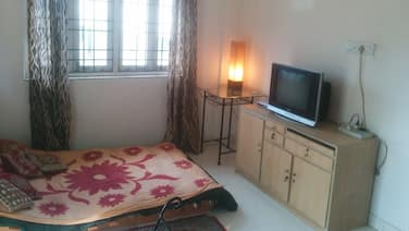 Full 1 BHK Apartment Near Deshapriya Park - Free Wifi