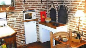 Fridge, microwave, dishwasher