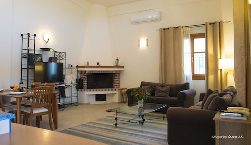 ''minos'' Maisonette House Overlooking the Minoan Palace of Knossos !!
