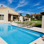 Villa With Beautiful Master Suite and Beautiful Garden Pool
