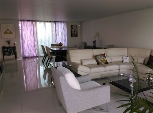 Comfortable Apartment Located in Jardines del Country, Unbeatable Location