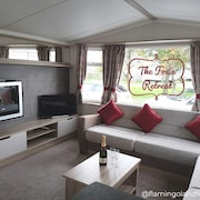 The Fox's Retreat at Flamingo Land - 3 Bed Luxury Caravan Rental