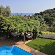 Luxurious Ocean View Beach House, Wifi, Private Garden & Pool in Barcelona Coast