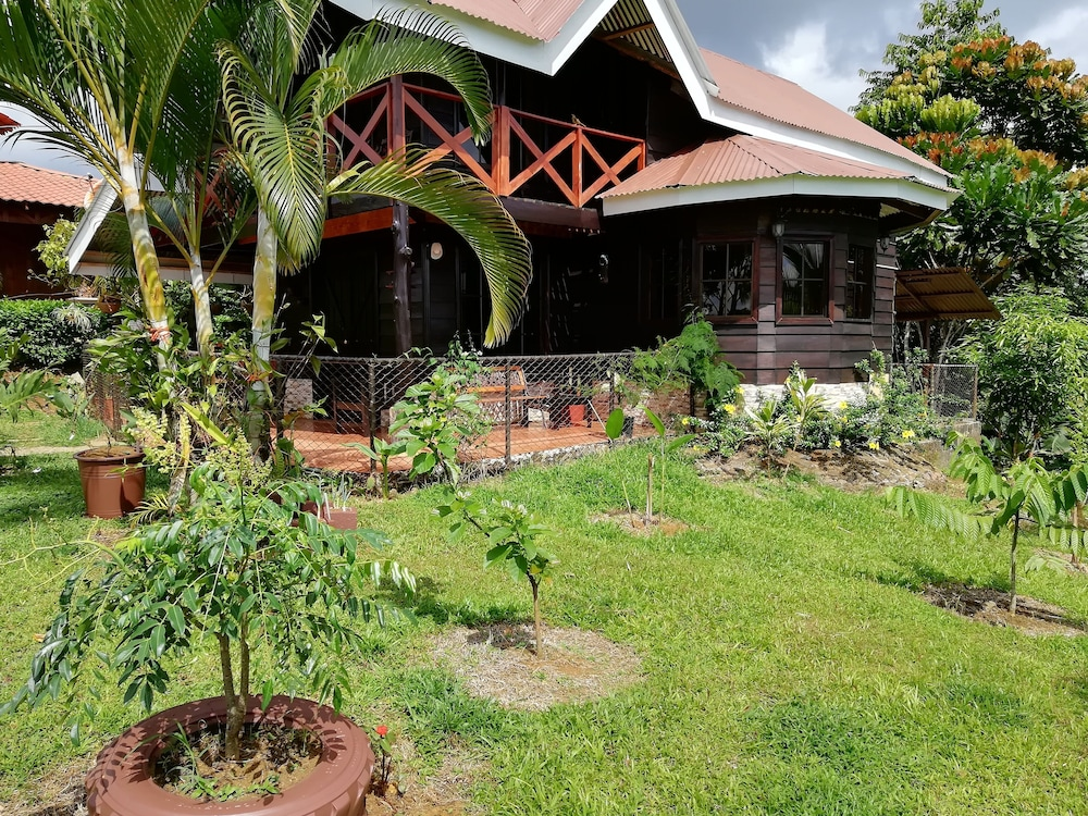 Property Grounds, House for families and friends Arenal Volcano-Amalfi Forest