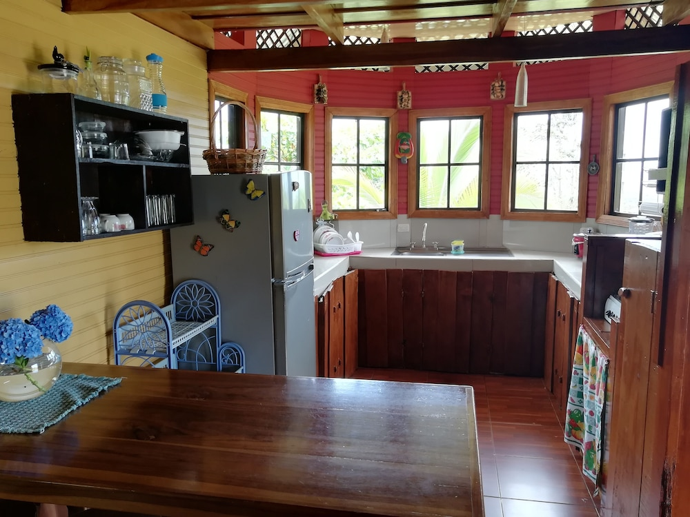 Private Kitchen, House for families and friends Arenal Volcano-Amalfi Forest