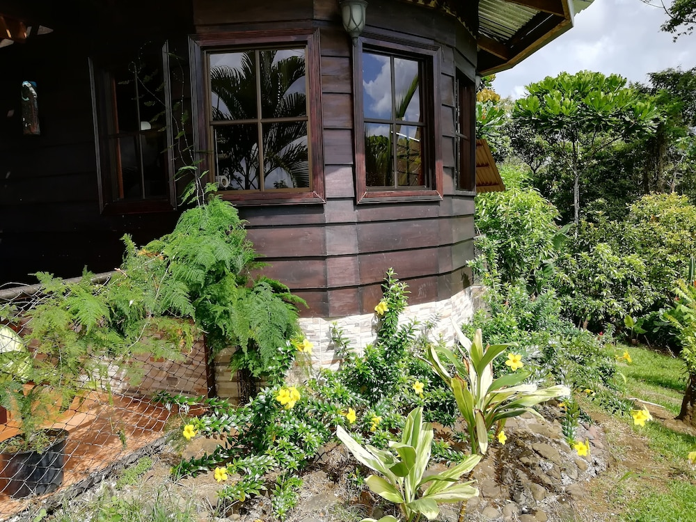 , House for families and friends Arenal Volcano-Amalfi Forest