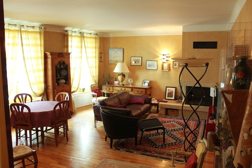 3 Nice Rooms Very Well Located - Quiet and Close to the Castle