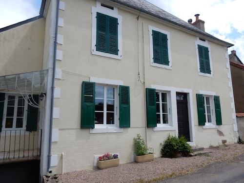 Beautiful, Quiet, Burgundy Village Location Close to Local Amenities