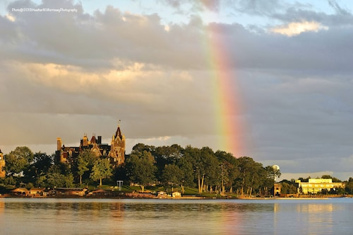 Picturesque 6 Bedroom Cottage on the Water With Stunning Views of Boldt Castle