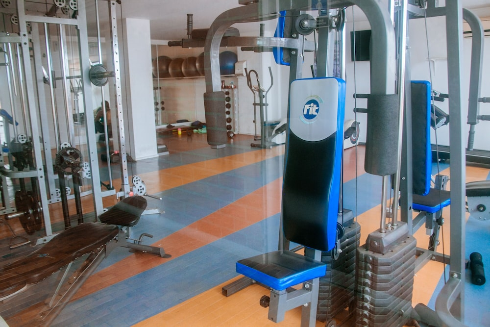 Fitness Facility, Cozy Apartment by Buena Vista Shopping Mall