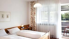 Zimmersafe, Schreibtisch, Verdunkelungsvorhänge, Bettwäsche