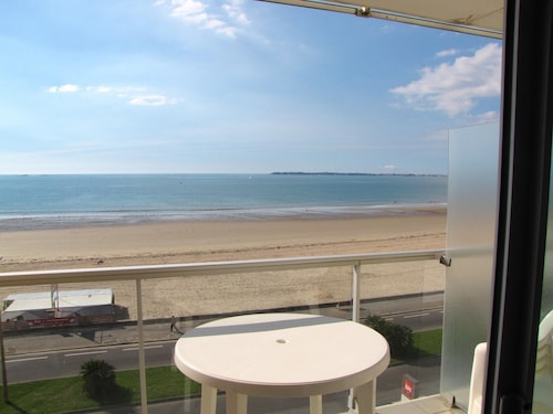Studio in Pornichet, With Wonderful sea View, Furnished Balcony and Wifi - 200 m From the Beach