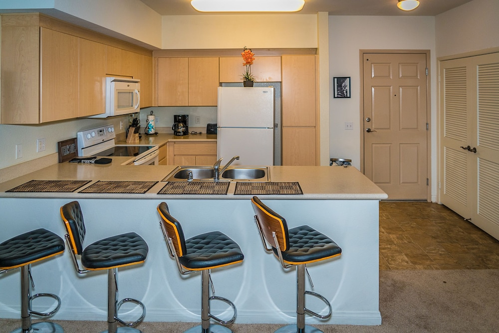 Private Kitchen, Luxury Stay by SB Suites