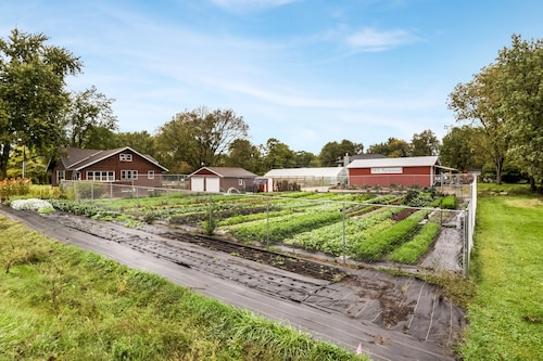Urban Farmstay at Dogpatch Urban Gardens