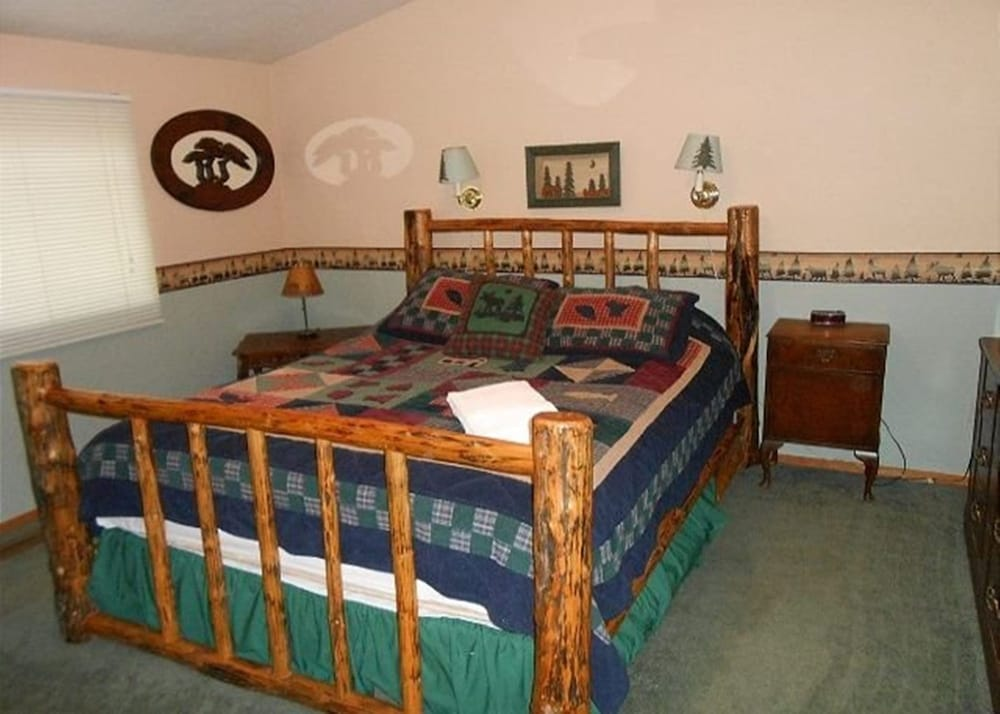 Room, V52-across The Street From The Lake! Close To Public Beaches, Bike Trails