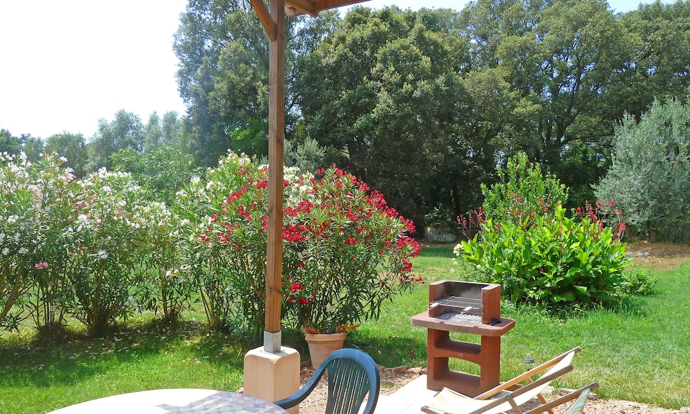 Property Grounds, Porto-vecchio, Independent T2 in Villa, Covered Terrace, Garden, air Conditioning, Wifi