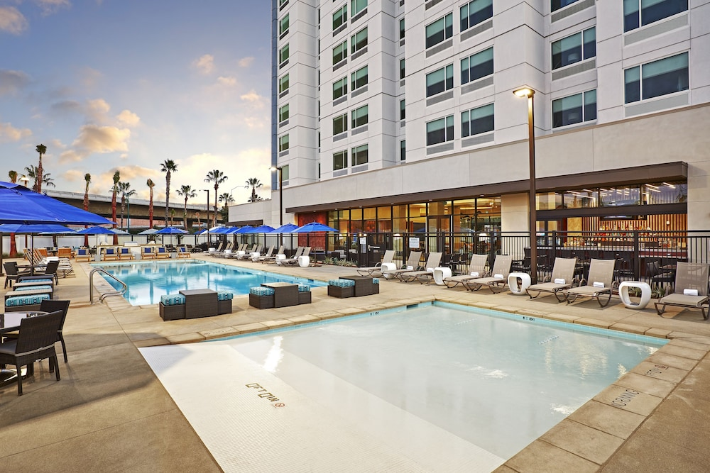Outdoor Pool, Cambria Hotel Anaheim Resort Area
