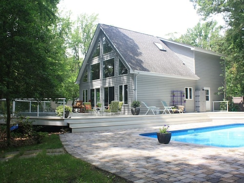 Stunning Waterfront Hideaway on Michener's Choptank River. Special Rates