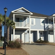 Private Townhome! Pool IS Open- Close to Beach and all Attractions!