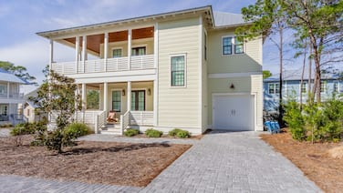 48 Ibis - Lakeside Community home with 6-seater golf cart, community pool
