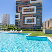 Luxury T2 Tower Rock 150m From the Beach w / Pool, Sea View, Garage and Wi Fi
