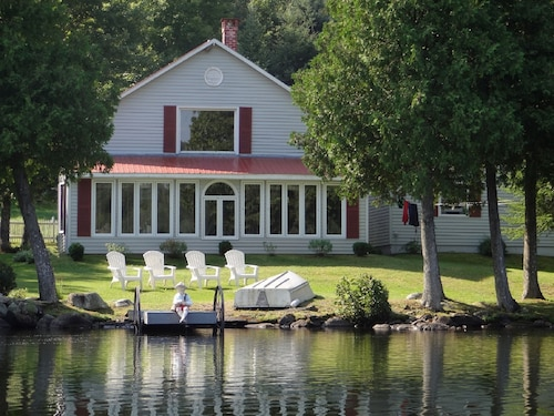 Relax, Reconnect & Rejuvenate at Year Round Quiet Direct Waterfront Cottage