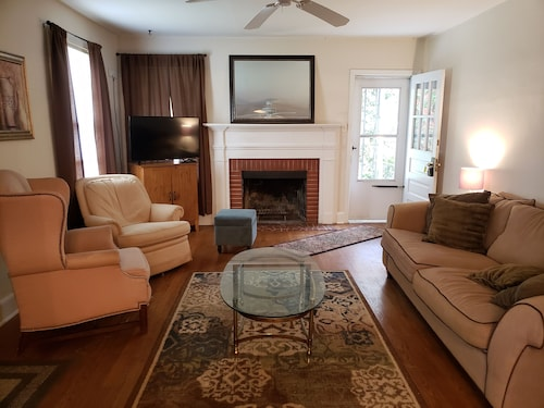 Exclusive Pet Friendly 3 Floor Bungalow Minutes Away From Downtown Raleigh