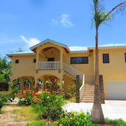 Two Bedroom Beachfront Villa With Pool!