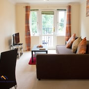 Westside Apartments : Light and Spacious 1 Bedroom Flat