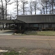 Reelfoot Lakefront 3 Bedroom Cabin, Tons of Space, Enjoy the Fishing, Birds and Deck