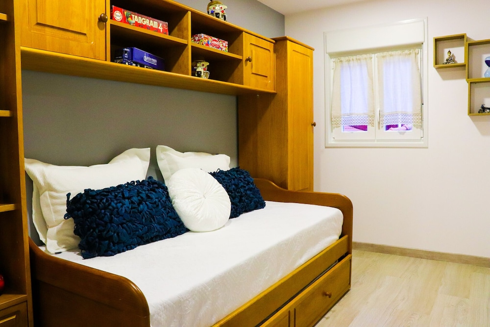 Room, Simplicity and Comfort - Caminhos de Santiago - Family Holidays - Center