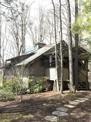 Quiet Forest Setting, Minutes to Asheville/biltmore, ALL 5 Star Reviews