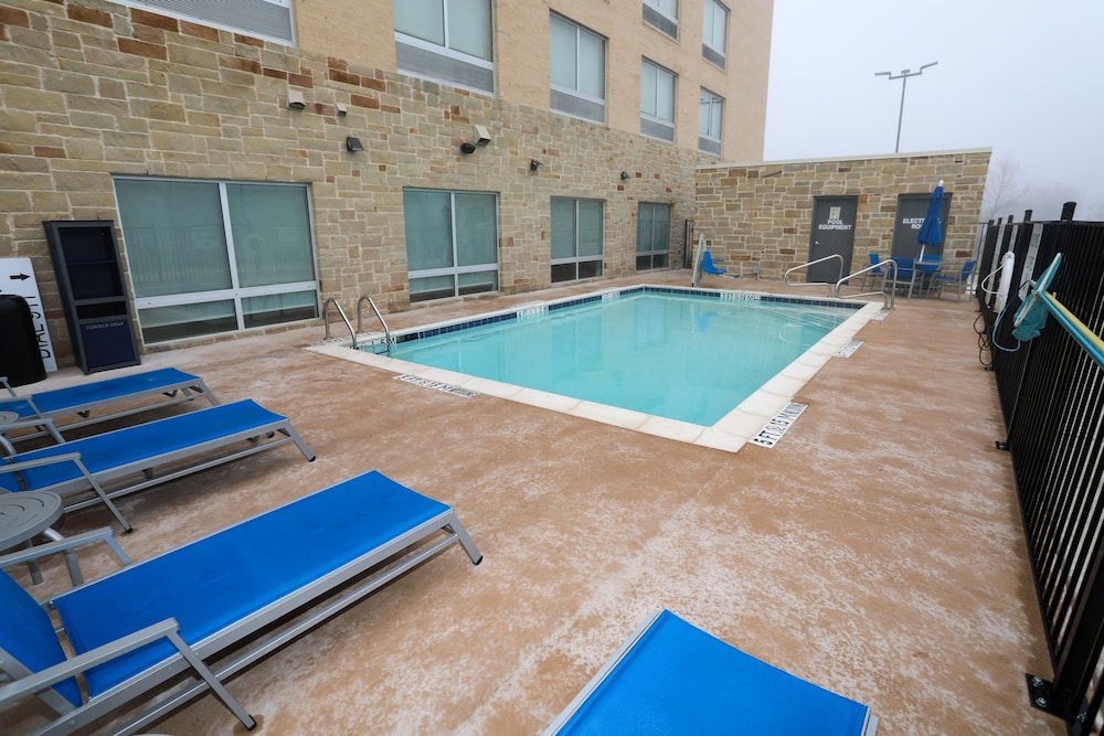 Pool, Holiday Inn Express And Suites Forney, an IHG Hotel