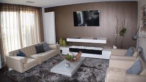 48-Zoll-Flachbildfernseher mit Satellitenempfang, Fernseher, Kamin