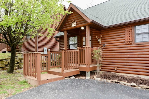 Luxury Cabin-king Bed, Full Kitchen, Fireplace, Wooded Views