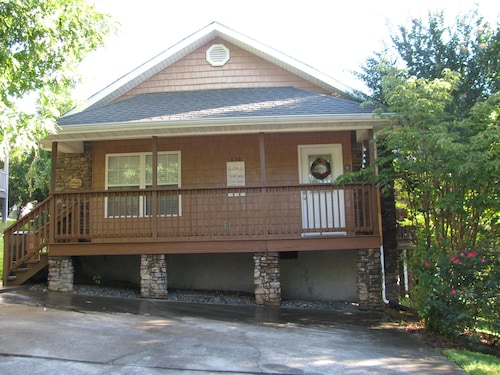 New Listing! - Located in Pigeon Forge - Just Minutes From the Main Parkway
