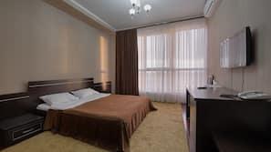 2 bedrooms, in-room safe, desk, blackout drapes