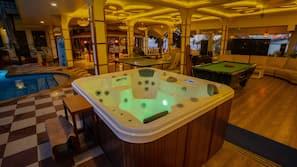 Outdoor spa bath