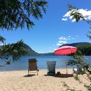 Willoughby Lake Cottage, Private Sandy Beach, Motor & Sailboats, Mountain Views