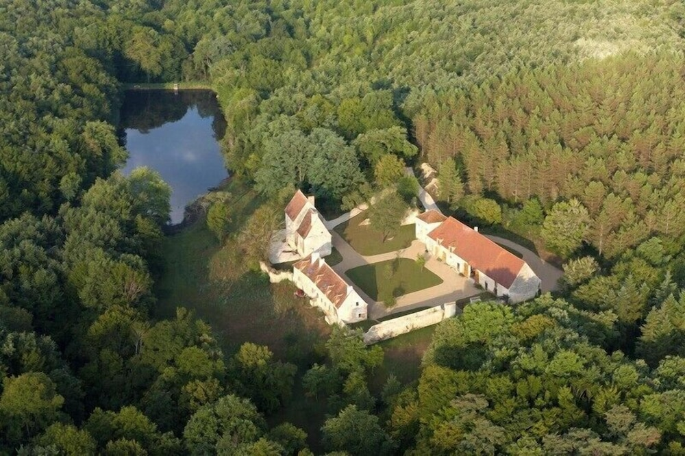 Charming Cottage L Anglin In The Field Of Ris Fire 160 Ha With