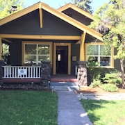 Classic Cottage 3 Blks to Dwntwn Bend! HOT Tub, Fireplace, so Walkable!