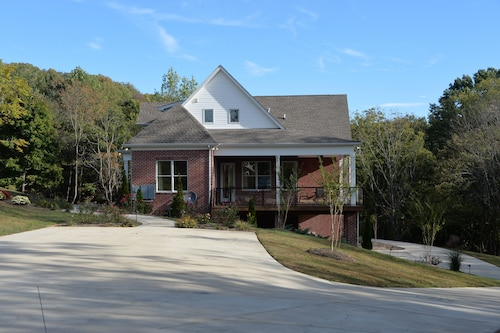 Brand new Deluxe Home in South Nashville With a Stunning View of Mountains