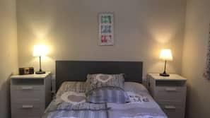 2 makuuhuonetta, silitysrauta/-lauta, vuodevaatteet