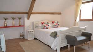 2 bedrooms, Egyptian cotton sheets, premium bedding, minibar