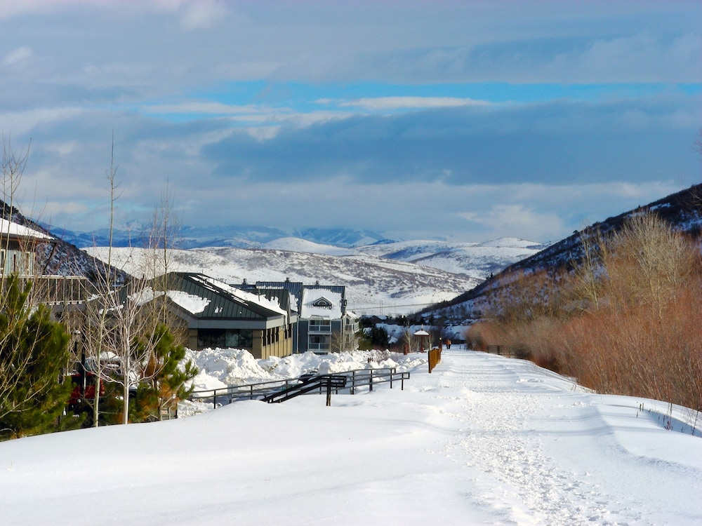 Snow and Ski Sports, Pinebrook Perfection Unit 4 - 3 Br Condo