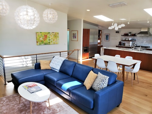 Hotels near Hiram M  Chittenden Locks, Seattle: Find Cheap $143
