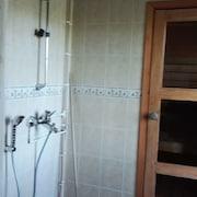 Kylpyhuoneen suihku